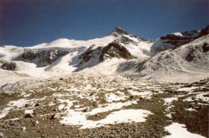 Basiskamp Plaza de Mulas (4.210m) met Cerro Cuerno (5.462m)