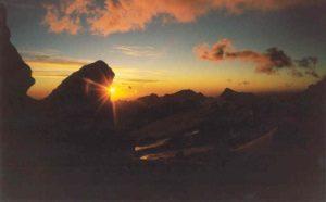 Zonsondergang vanuit mijn kamp tussen de rotsen van Nido de Condores (5.400m)