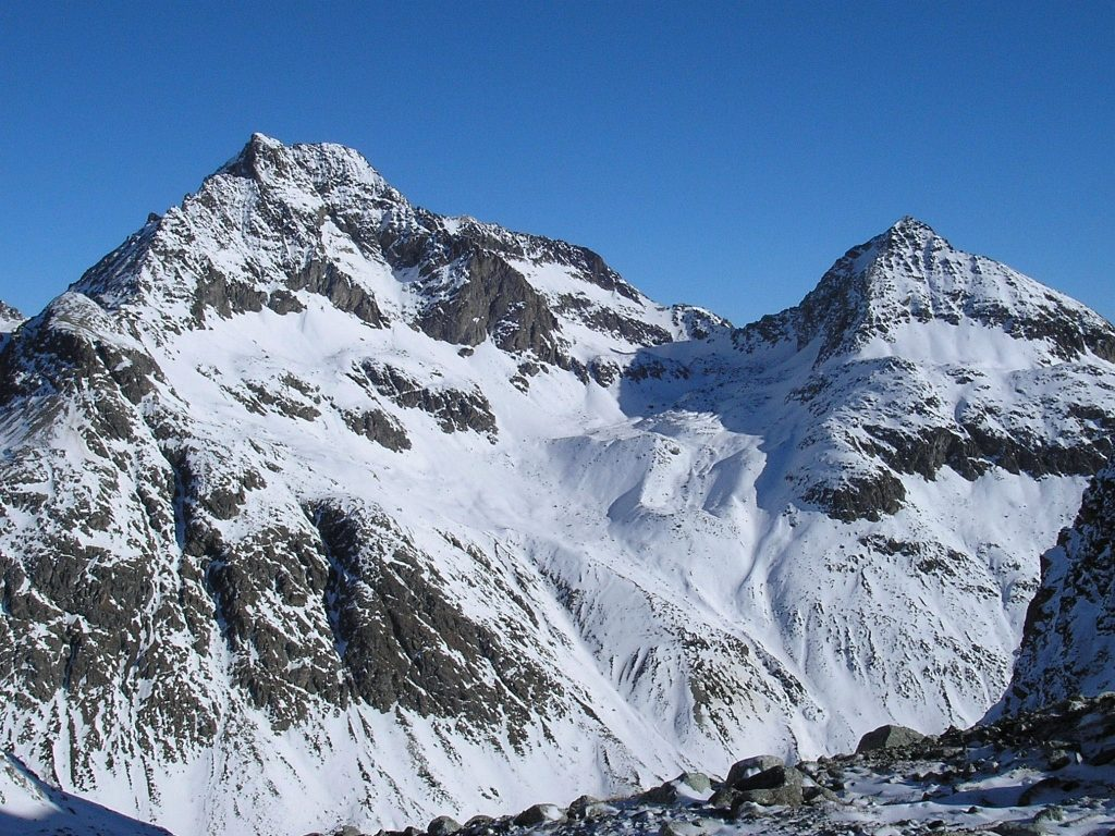Piz Julier 3380m (left) and Piz Albana 3100m (photo by Cyrill)