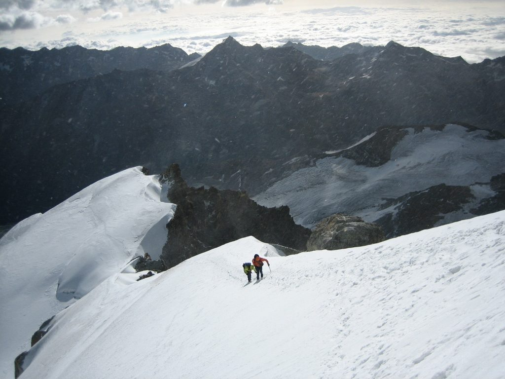 At the Allalinhorn Hohlaub ridge, just below the rock band